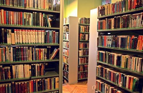 Wnętrza biblioteki na Młynarskiej