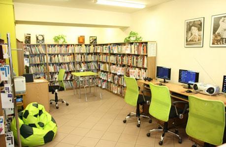 Wnętrza biblioteki na Twardej